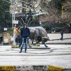 Kadıköy'ün Simgesi, Yılların Buluşma Noktası Boğa Heykelinin Dramatik Hikayesi