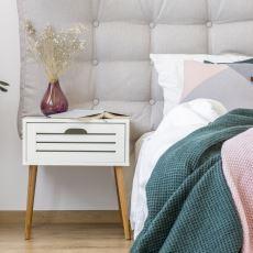 Yatakların Başucunda Bulunan Komodinin İlginç Ortaya Çıkış Hikayesi