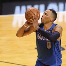Basketbolun Çılgın Hareketi: Topu Göğüsten Çıkarmaya Rağmen Bilek Göstermek