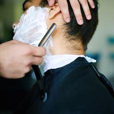 Asla Değişmeyen Bir Ritüel: Tıraş Sonrası 'Abi Ev Yakın' Deyip Saçı Yıkatmamak