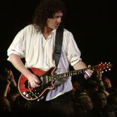 Queen Gitaristi Brian May'in Uçak Yolculuklarında Gitarı İçin Ayrı Bir First Class Bileti Alması