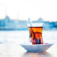 Çay Kelimesi İçin Dünyada Neden 'Chai' ve 'Tee'den Türemiş Benzer Kullanımlar Var?