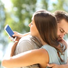 Sevgilinizin Telefonunuzu Karıştırmak İstemesi Normal Bir Şey mi?