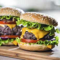 Minimum Malzeme ve Eforla Hazırlayabileceğiniz Maksimum Lezzetli Bir Hamburger Tarifi