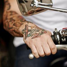 Vücuduna Ne Yazdıracağına Karar Veremeyenler İçin Dövme Yaptırılası Sözler
