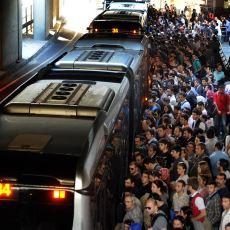 Metrobüse Binerken Neler Yaşandığının Kanıtı Olan Usta Metrobüsçü Abi