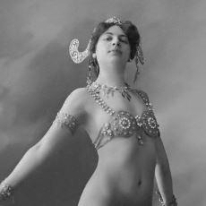 Kendisini Kurşuna Dizmek İsteyen Askerlerin Pek Çoğunun Iskaladığı Casus: Mata Hari