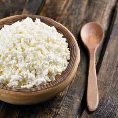 Evinizdeki Tarihi Geçmiş Pastörize Sütü Kullanarak Yapacağınız Kolay Bir Lor Peyniri Tarifi