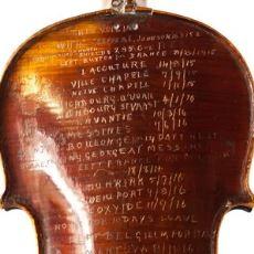 1. Dünya Savaşı Sırasında Hem Müzik Çalmak Hem de Günlük Tutmak İçin Kullanılmış Keman