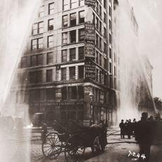 ABD'de İş Güvenliği Yasalarının Değişmesine Neden Olan Trajik 1911 Gömlek Atölyesi Yangını