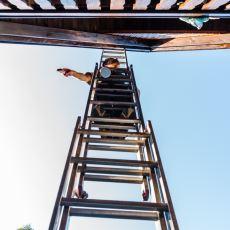 Merdiven Altından Geçmenin Neden Uğursuzluk Getireceğine İnanılıyor?