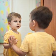 Jaques Lacan'ın Bir Bebekten Ego Sahibi Bir Bireye Dönüşülen İlk Anı Açıklayan Ayna Evresi