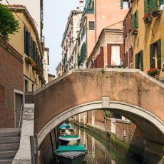 16. yy Venedik'inde Göğüslerini Sergileyen Fahişelere Hükümet Neden Ücret Ödüyordu?