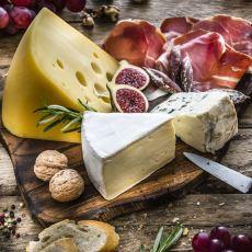 Belirli Yiyeceklerle Özdeşleşen İtalyan Peynirleri Hakkında Genel Bilgiler