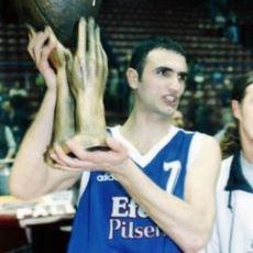 Bir Sözlük Yazarının, Efes Pilsen'in Efsane Oyuncusu Petar Naumoski ile İçinizi Isıtacak Anısı