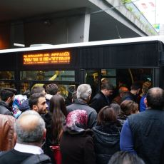 Tecrübe ve Yüksek Sabır Gerektiren Bir Olay: Metrobüste Yer Kapma Sanatı