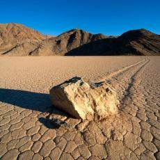 Hiçbir Baskı Görmeden Yürüyen 450 Kiloluk Kayaların Sırrı