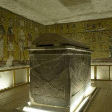 Mısır'da, Canlı Yayında Açılan 3 Bin Yıllık Lahit Olayının Açıklayıcı Özeti