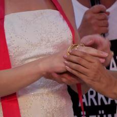 Türkler İçin Düğün Sahibinden Daha Önemli Bir Detay: Takı Çantasını Tutan Teyze
