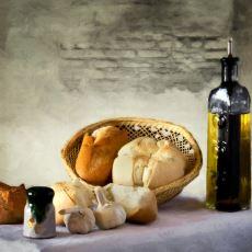 Dışarda Bayılarak Yediğimiz Sarımsaklı Ekmeğin Evde Birkaç Dakikada Pişirebileceğiniz Tarifi