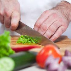 Yemek Programlarındaki Aşçılar Gibi Özendiren Bıçak Kullanma Yöntemi