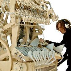 İsveçli Müzisyenin İcat Ettiği Metal Bilyelerle Çalışan Çok Acayip Müzik Aleti