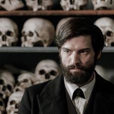 Beğenen Kadar Beğenmeyeni de Olan Yeni Freud Dizisinin İncelemesi