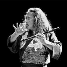 Fırçasını Seslere Batırıp Melodilerle Bir Kainat Tablosu Resmeden Efsanevi Müzisyen: Kitaro