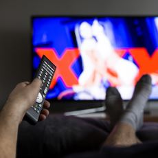 Okurken Kendinizden Bir Şeyler Bulup Gülümseyeceğiniz İlk Porno Film İzleme Deneyimleri