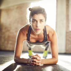 Çok Basit Bir Uygulamayla Formda Bir Karın İsteyenlerin Başlaması Gereken Egzersiz: Plank