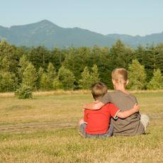 Yıllar Sonra Buluşabilme Umuduyla Sözler Verilmiş İçinizi Isıtacak Bir Çocukluk Arkadaşını Arama Hikayesi
