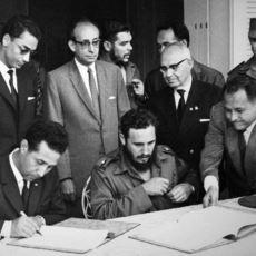 Sovyetler Birliği ile Amerika'yı Savaşın Eşiğine Getiren Siyasi Gerginlik: Küba Füze Krizi