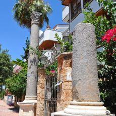 Yine Türkiye, Yine Mimari Facia: 2 Bin Yıllık Roma Sütununu Apartman Süsü Yapmak