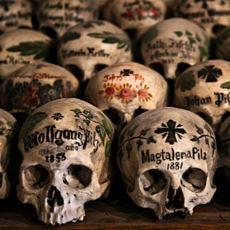 Ölülerin Kafataslarıyla Dönem Dönem Yapılan Yenilenen Cenaze Törenleri Örnekleri