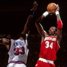 90'lardaki Chicago Bulls Hegemonyasına İki Yıl Ara Verdiren Pivot: Hakeem Olajuwon