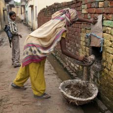 Hindistan'daki En Pis İşleri Yapan ve Dokunulmayacak Kadar Pis Görülen Alt Tabaka: Dalitler