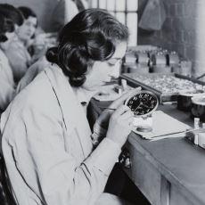 Parlak Kol Saati Üretme Uğruna Pisi Pisine Ölen Amerikalı İşçiler: Radyum Kızları