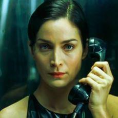 Matrix'e Giriş Çıkışlar Neden Eski Tip Telefonlarla Yapılıyordu?