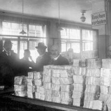 1923'te 1 Amerikan Doları, Nasıl Adım Adım 4.2 Trilyon Alman Markına Denk Geldi?