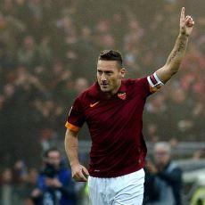 25 Yıllık Futbol Hayatını Roma'ya Adayan Francesco Totti'nin Kulübüne Veda Mektubu