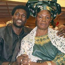 Emmanuel Adebayor'u Futbolcu Olduğuna Pişman Ettiren Evlerden Irak Ailesi