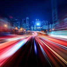 Saniyede 300.000 KM Hıza Sahip Olan Işık Bizi Neden Kurşun Gibi Delip Geçmiyor?