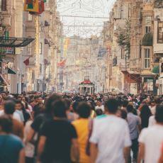 Şehirde Yaşayanların Maruz Kaldığı, Kalabalık Yerlerde Yürümeye Engel Olan Durumlar