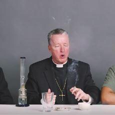 Fıkra Gibi Bir Ekibin Epik Ötesi Videosu: Birlikte Esrar İçen Haham, Rahip ve Ateist