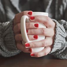Kadınlara Yaz Kış Fark Etmeksizin Gelen Ani Üşümelerin Sebebi Nedir?