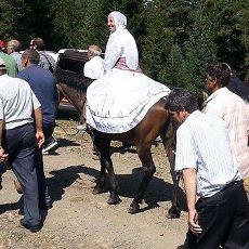 Saçma Sapan İnsanlarla Dolu Bir Köy Düğününde Yaşanan Sizi Çok Güldürecek Bir Hikaye