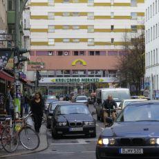 Orada Olan Birinden: Almanya'da Göçmen Bir Türk Olarak Yaşamanın Güncel Zorlukları
