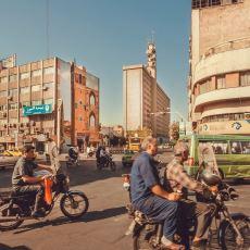 Oraya Giden Birinden: Kendisini Övenleri Oldukça Üzecek Bir İran Seyahatnamesi