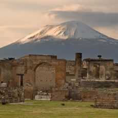 79 Yılında Vezüv Yanardağı'nın Patlamasıyla Tarihe Karışan Şehir: Pompei