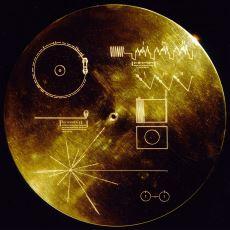 40 Yıldır Uzayda Salınan Voyager 1'in Üzerindeki Altın Plak Ne Anlama Geliyor?